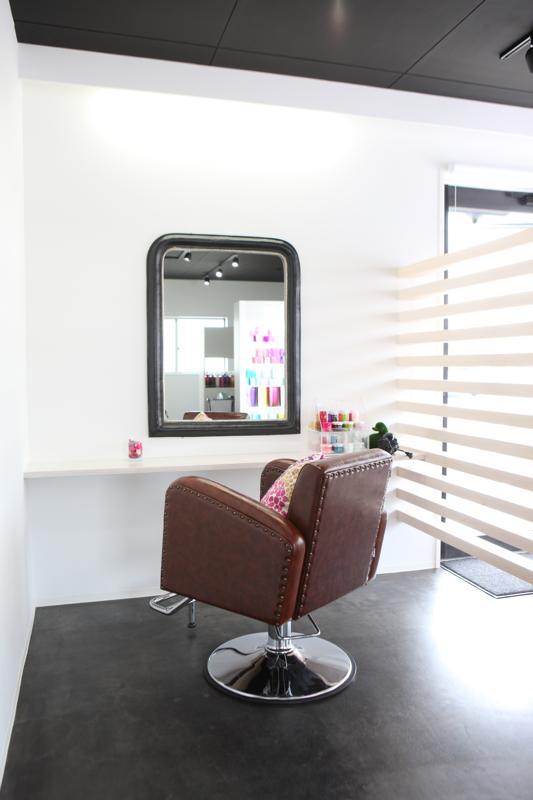 出雲市の美容室アッベリーレ_ヘア&アイ_まつげエクステスクール併設美容室_店内写真AS_L3260