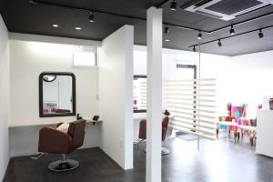 出雲市の美容室アッベリーレ_ヘア&アイ_まつげエクステスクール併設美容室_店内写真AS_L3276