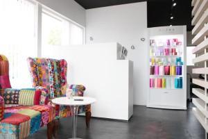 出雲市の美容室アッベリーレ_ヘア&アイ_まつげエクステスクール併設美容室_店内写真AS_L3243